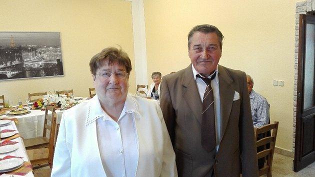 SMARAGDOVÁ SVATBA. Manželé Maria a Möric Lörinczovi zpečetili své výročí obnovením manželského slibu.