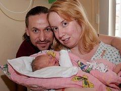 NELA HANZALOVÁ si poprvé prohlédla svět v úterý 17. listopadu v 16.40 hodin. Při narození vážila 2 650 gramů a měřila 48 centimetrů. Maminka Eva a tatínek Robert se radují z malé Nelinky doma v Mariánských Lázních.