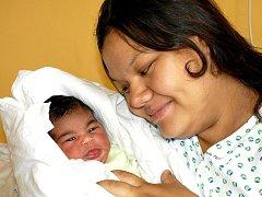 SAMANTHA OGECHI EJIRIMFUGHA se narodila v úterý 7. června v sedm hodin ráno. Vážila 3790 gramů a měřila 52 centimetrů. Maminka Lucie a tatínek Peter se radují z malé Samathy doma v Chebu.