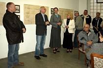 Zajímavá expozice, která je složená z mnoha historických dokumentů, nalezených v archivu Správy léčebných zdrojů, přitáhla mnoho návštěvníků už na vernisáž.