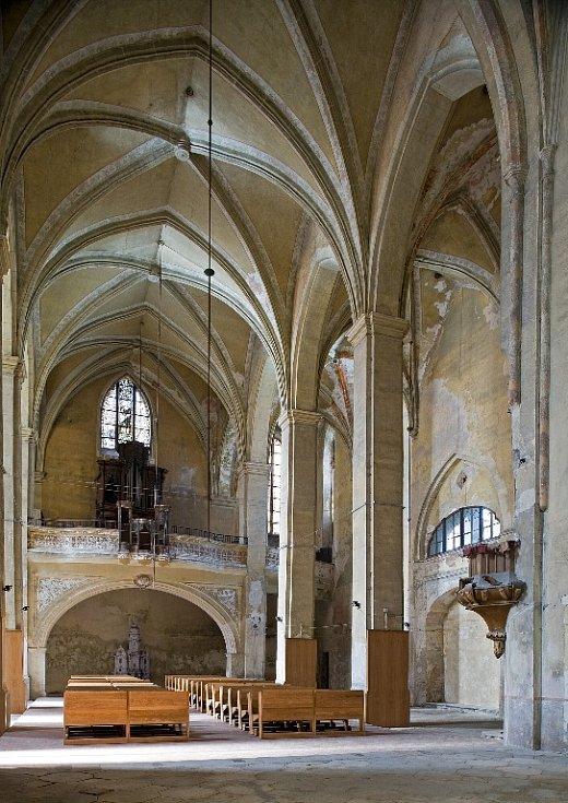PROMĚNOU PROCHÁZÍ v současné době interiér chebského kostela Zvěstování Panny Marie na Františkánském náměstí.