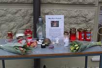 Lidé před chebskou knihovnou mohou zavzpomínat na zesnulou Marii Mudrovou.