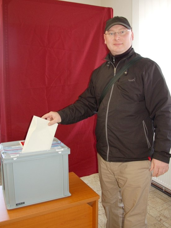 """""""K volbám chodím pravidelně,"""" řekl Martin Šiška, který byl zároveň lídrem jedné z kandidujících stran do obecního zastupitelstva. """"Lidé by neměli nechat svůj hlas propadnout."""""""