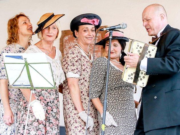 TŘIADVACÁTÝ ROČNÍK Hrnčířského swingu zahájily Sestry Havelkovy & Orchestr sester Havelkových.