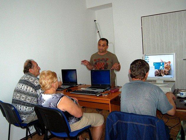 Centrum pro zdravotně postižené v Chebu uspořádalo další kursy počítačové gramotnosti pro seniory.