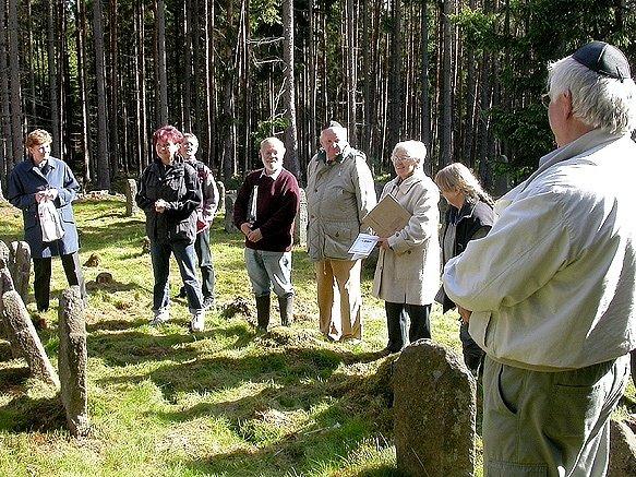 Německá ekumenická skupina ASF Berlin už několik let pravidelně pečuje o židovský hřbitov v Drmoule
