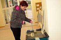 Slušnou účast voličů evidovali ve františkolázeňském 4. volebním okrsku už v pátek odpoledne.