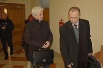 Starosta Aše Dalibor Blažek a radní Jiří červenka opět stanuli před chebským soudem.