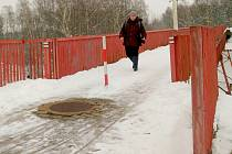 Lávka mezi chebskými ulicemi Antala Staška a Dyleňská je od zimy uzavřena