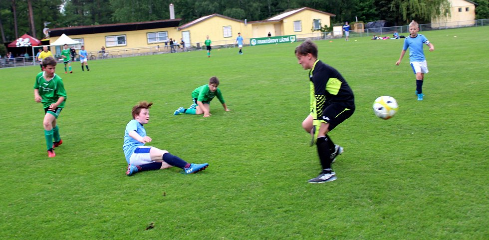 V dalším kole okresního přeboru mladších žáků se mezi sebou utkaly celky Františkových Lázní a Dolního Žandova. Tři body nakonec po výsledku 2 :3 putovaly do Dolního Žandova.