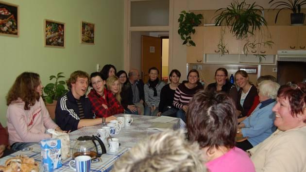 V závěru pobytu se zúčastnění praktikanti i čeští pedagogové sešli, aby si vyměnili své poznatky z výměnného pobytu v Čechách.