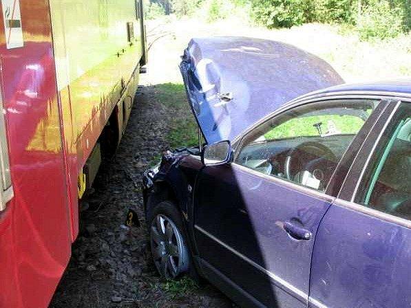 Srážka vlaku a osobního automobilu u Velkého Luhu na Chebsku