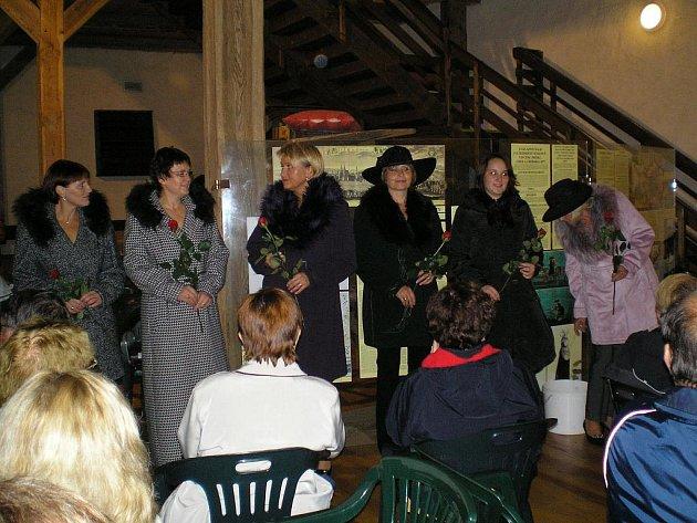 Poslední zářijová sobota patřila na hradě Seeberg v Ostrohu módě.