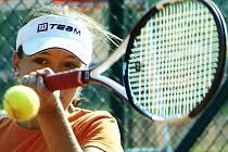 Zástupci chebského tenisu:  Hana Illichová  se také účastnila přátelského střetnutí.