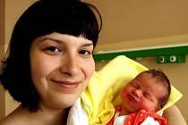 KLÁRA ŠTĚŘÍKOVÁ bude mít v rodném listě datum narození sobotu 3. dubna v 0.55 hodin. Vážila 3320 gramů a měřila 50 centimetrů. Dvouletá Markétka, maminka Hana a tatínek Radek se těší z malé Klárky doma ve Skalné.