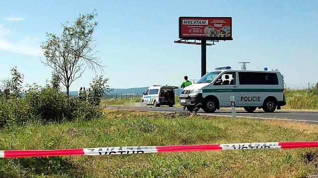 TRAGICKÁ NEHODA se stala v pátek odpoledne u Františkových Lázní. Cyklista jel od Aše směrem na Cheb. Když chtěl odbočit vlevo na Aleje, srazilo ho za ním jedoucí vozidlo. Třiasedmdesátiletý muž nehodu nepřežil.