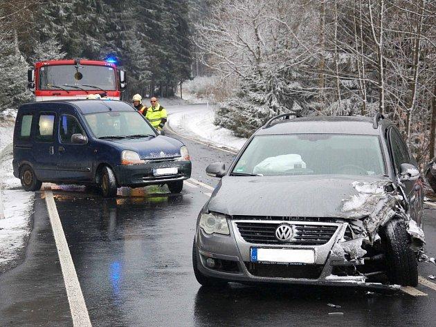 Dopravní nehoda mezi obcemi Studánka a Hranice.
