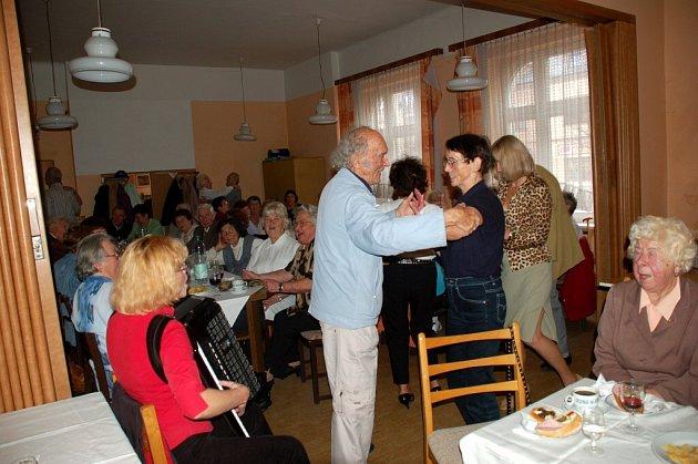 Posvícení v mariánskolázeňském klubu důchodců