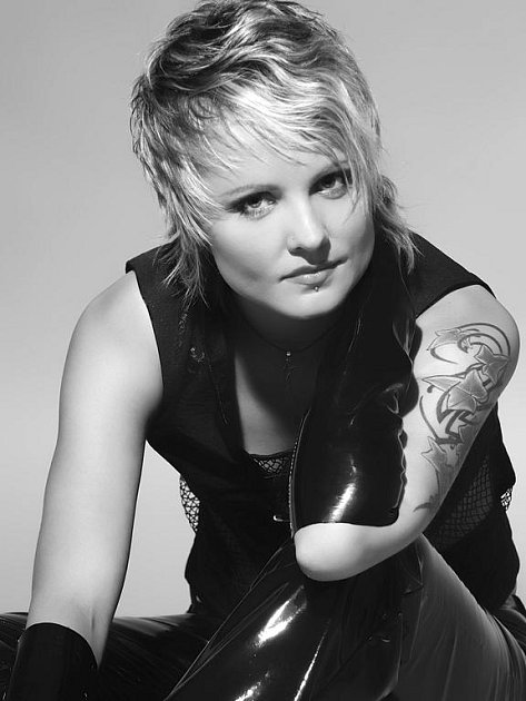 Frontmanka kapely Matahari - zpěvačka Žántí