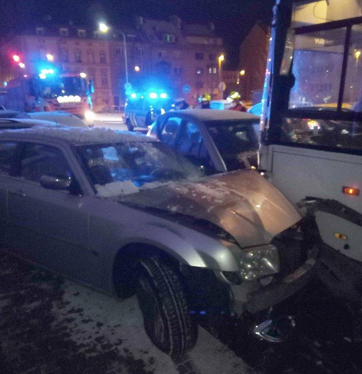 Dopravní nehoda autobusu.