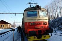 Poškozená lokomotiva v Dolním Žandově