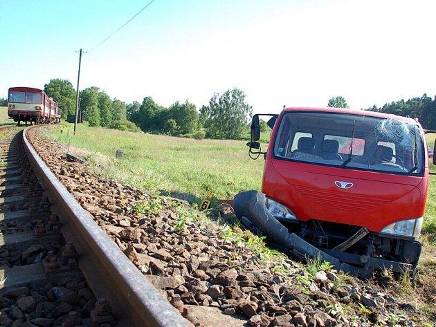 Na železničním přejezdu u obce Křižovatka došlo ve středu 17. června ke srážce nákladního automobilu s vlakem