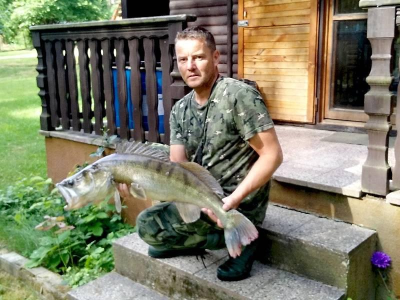 Celkem 92 centimetrů dlouhého candáta chytil nedávno na přehradní nádrži v Hracholuskách Rudolf Vedral z Chebu.