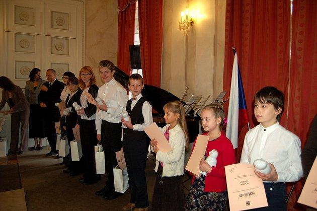 Ocenění nejlepších žáků a studentů z Karlovarského kraje na zámku Kynžvart