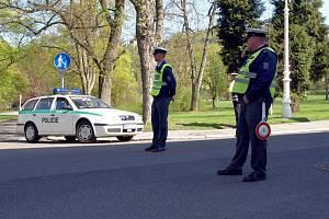 SETKÁNÍ MINISTRŮ PRO MÍSTNÍ ROZVOJ  v Mariánských Lázních komplikuje dopravu. Už od úterý jsou některé části města uzavřené.  Například do Reitenbergerovy ulice řidiče policisté nepustí.
