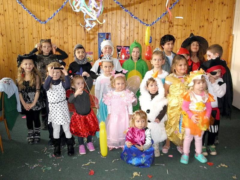 Děti v Okrouhlé si užily maškarní rej.