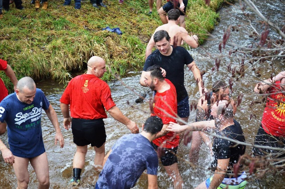 Křest páně se už posedmé uskutečnil v Těšově na Chebsku. Pravoslavní věřící tam podstoupili mrazivou koupel. Křest Páně připomíná událost, při níž byl Ježíš Kristus pokřtěn sv. Janem Křtitelem v řece Jordán. Svátkem Křtu Páně končí vánoční období a začíná