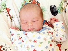 BENJAMIN RATTAY bude mít v rodném listu datum narození úterý 26. srpna v 19.25 hodin. Na svět přišel s váhou 3 160 gramů a mírou 49 centimetrů. Doma v Chebu se z malého Benjaminka radují sestřičky Vivien a Abigail, maminka Zuzana a tatínek Pavel.