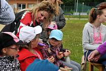 Se školkou se děti v Aši loučily také přespolním během.