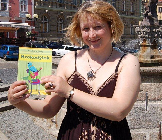 O SVÉ DRUHÉ KNIZE hovořila Miroslava Theißová s Chebským deníkem na chebském náměstí Krále Jiřího, které jako regionální patriot také patřičně obdivuje.