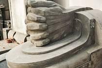 Městský Nadační fond Historický Cheb 'adoptoval' hrob významného germanisty, profesora Ferdinanda Dettera, na pražských Olšanech. Jeho autorem je totiž chebský rodák, sochař Adolf Mayerl.