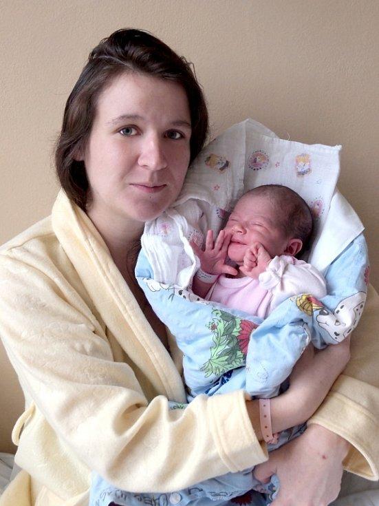 ZDEŇKA ANNA KEŠELOVÁ si poprvé prohlédla svět ve středu 19. prosince v 8.05 hodin. Při narození vážila 3 260 gramů a měřila 51 centimetrů. Doma v Hrzíně s z malé Zdenečky raduje sestřička Vanesska, maminka Pavlína a tatínek Michal.