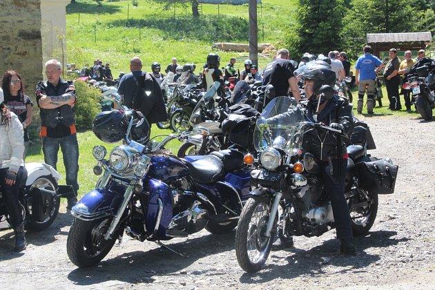 Rekordní počet motorkářů. To bylo tradiční Jarní brouzdání sduchy