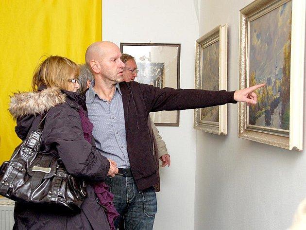 Městská knihovna v Aši společně s muzeem pořádají výstavu Aš v obrazech.
