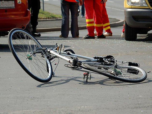 Hrozivě vypadající dopravní nehoda se stala v sobotu po poledni v chebské ulici Boženy Němcové.
