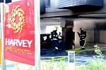 Při požáru musely být evakuovány tři desítky hotelových hostů.