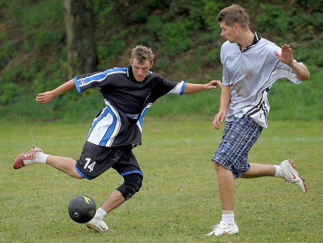 Tradiční turnaj v malé kopané Phoenix Cup 2010 se stal o víkendu kořistí Bílého baletu z Lubů.