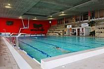 Plavecký bazén v Chebu se po dlouhé kovidové odmlce opět otevírá veřejnosti.