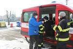 Roušky všem občanům Milíkova a přidružených obcí rozvezli dobrovolní hasiči už v sobotu dopoledne. Na pomoc státu obec nechtěla čekat.