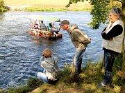 TŘETÍ ROČNÍK neckyády v Nebanicích přitáhl k vodě mnoho fanoušků této netradiční zábavy.