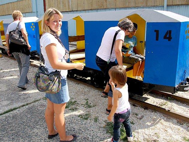 ÚZKOROZCHODNÁ dráha Kateřina svezla letos cestující naposled. Ti se těší, až do vagónků nasednou opět v příštím roce.