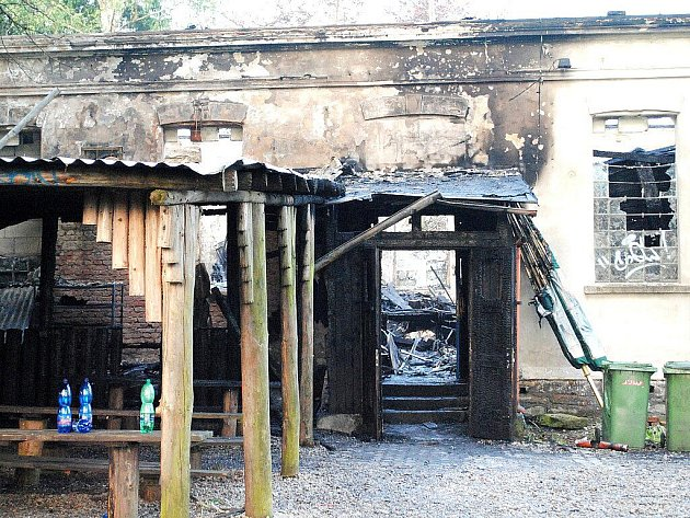 Ašské Klubíčko zachvátily plameny tak velké, že hasiči už neměli šanci na žádnou záchranu.