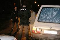 KONTROLA. Hlídky městské policie kontrolují řidiče, když se jim něco nepozdává. To, že například řidič po silnici kličkuje, je pádný důvod.