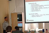 PREZENTACE informačního portálu s rezervačním systémem pro Mikroregion Chebsko se na konferenci zástupců mikroregionu ujal Pavel Kotas (na snímku).