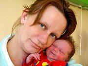 LAURA LEŠKOVÁ se narodila ve středu 24. února v 15.37 hodin. Na svět přišla s váhou 2900 gramů a mírou 49 centimetrů. Pětiletá Lenička, čtyřletý Lukášek, maminka Petra a tatínek Peter se z malé Laury radují doma v Mariánských Lázních.
