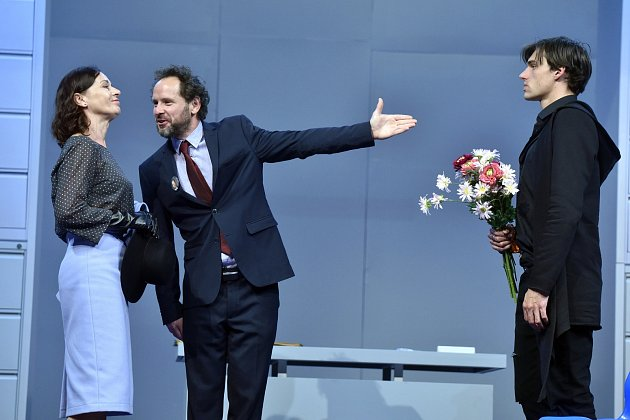 Premiéra veselohry Prostě to zařídíme se vchebském divadle uskuteční vsobotu.